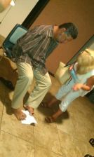 Tony Melendez toetographing his signature