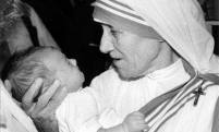 mother-teresa-with-baby