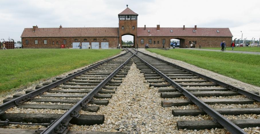 auschwitz berkinau tracks
